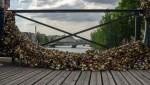 قرار إزالة الأقفال عن جدار جسر العشاق بباريس: