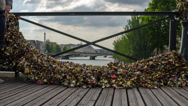 جسر بون دي آرت(باريس)