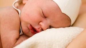 الرضيع في الشهر الاول ik-naitre-grandir-be