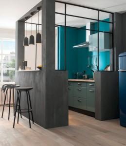 peindre-la-cuisine-en-bleu-vif_5325719