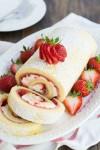 رولي بالفراولة و كريمة الجبن(Roulé aux fraises)