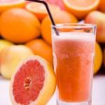 عصير البرتقال و الجريب فروت و الخوخ