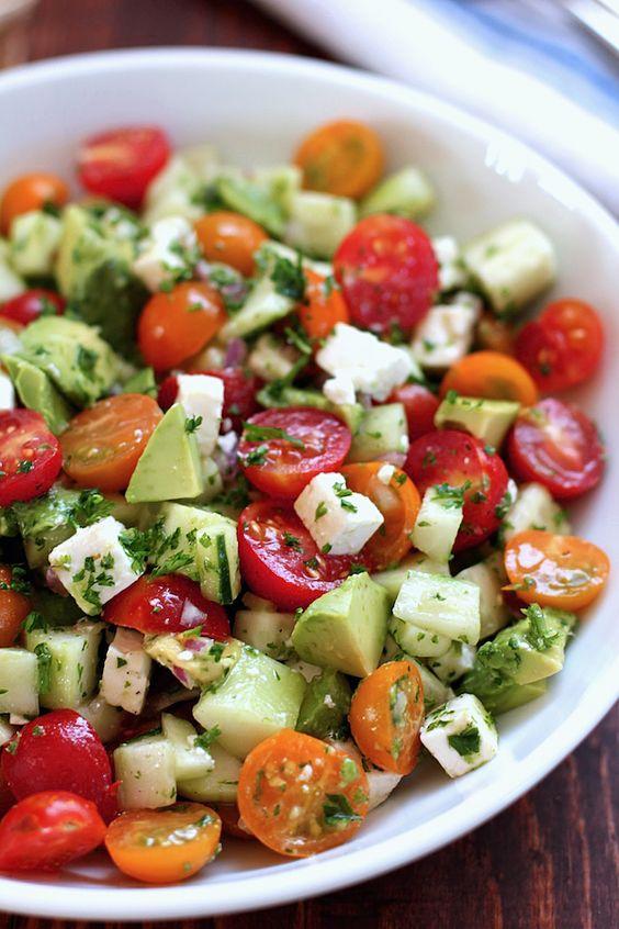 salade de cumcumbre et tomate