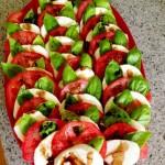 سلطة الطماطم بالريحان و الموتزاريلا