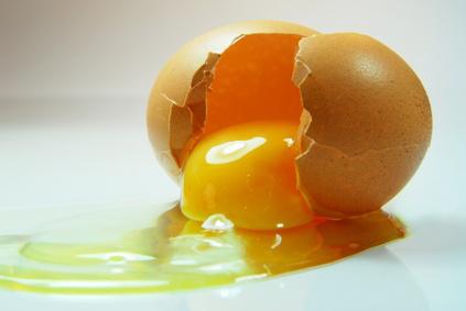 قناع البيض وزيت اللوز
