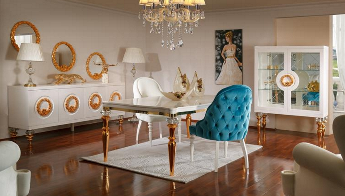 غرف المعيشة باللون الذهبي و تصميم كلاسيكي