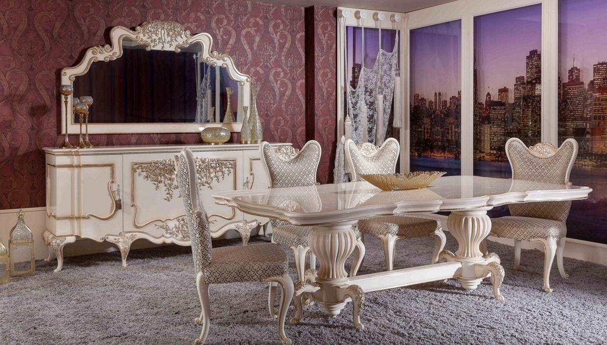 غرفة معيشة كلاسيكية باللون البيج
