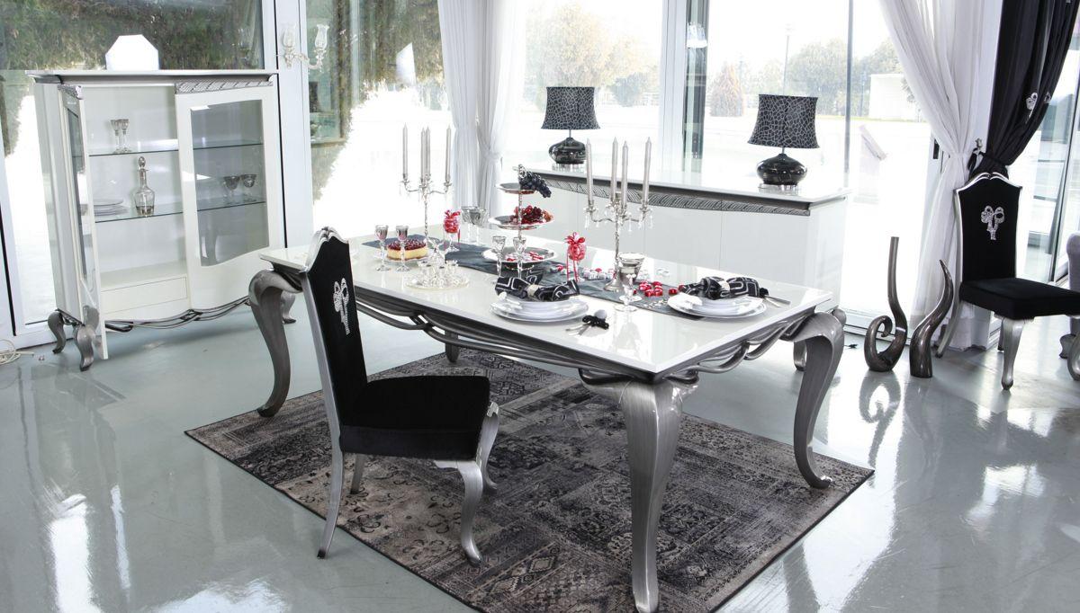 غرفة معيشة كلاسيكية باللون الرمادي و الأسود