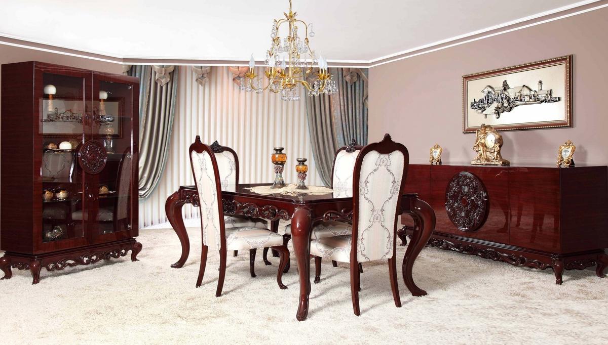 غرفة معيشة كلاسيكية باللون الرمادي و البني
